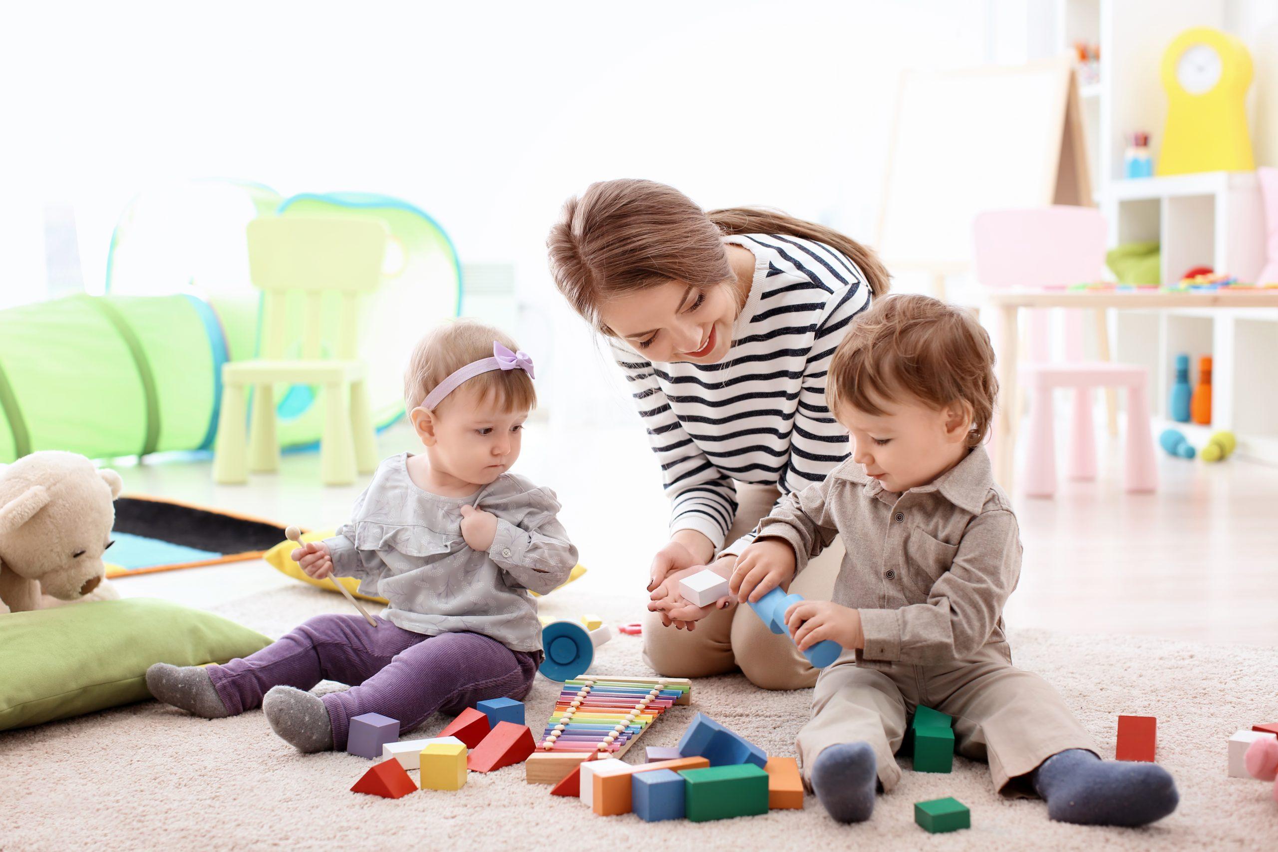 Familienverband vermittelte 2020 rund 1.400 Jugendliche als Babysitter