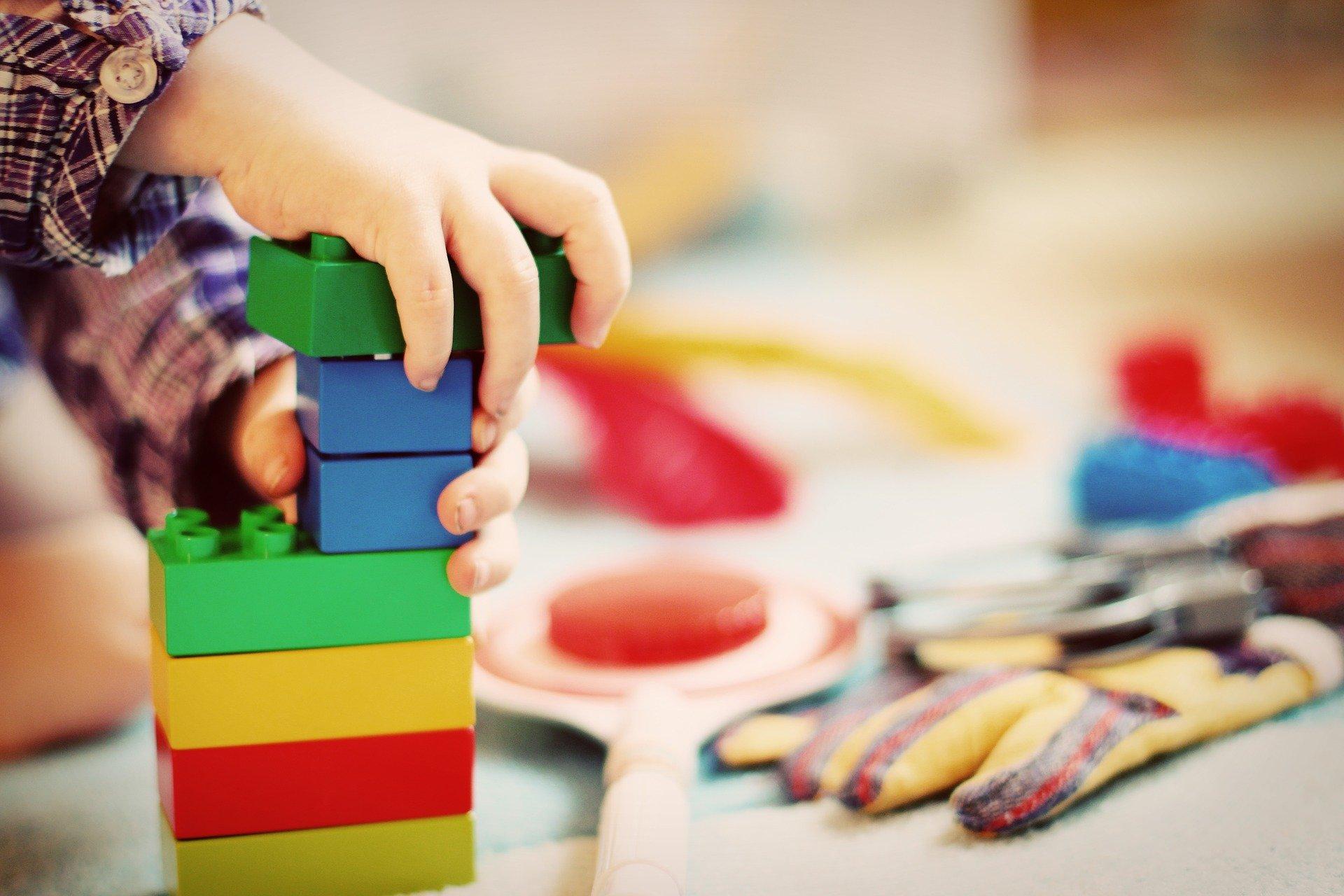 Familienverband zeigt sich enttäuscht von möglicher Streichung der Förderung des Elternbeitrags für private Kinderbetreuungseinrichtungen